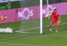 Douglas Jesus impede golo por milímetros no Vitória FC 1-2 Vitória SC