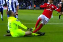 José Sá decide empate em saída intempestiva no FC Porto 0-0 SL Benfica