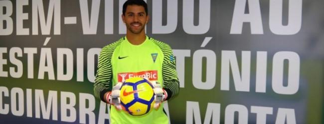 Renan Ribeiro assina pelo Estoril