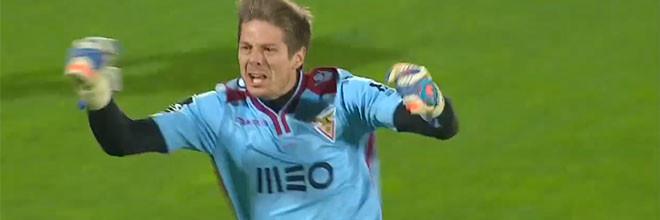 Adriano Facchini defende penalti decisivo e dá passagem à meia-final da Taça de Portugal ao CD Aves