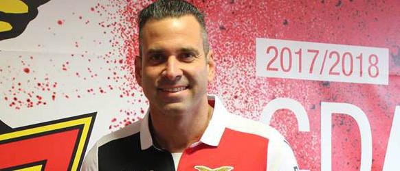 Artur Moraes assina pelo CD Aves