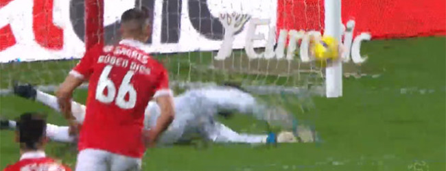 Bruno Varela evita segundo golo após resvalo – SL Benfica 1-1 Sporting CP