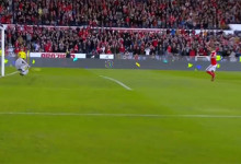 Filipe Mendes defende penalti entre seis defesas – CF Os Belenenses 1-1 SL Benfica