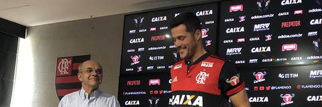 """Júlio César assina pelo Flamengo por três meses """"para acabar carreira"""""""