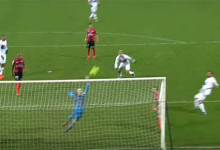 Karl-Johan Johnsson protagonista em dez defesas – EA Guingamp 0-2 Lyon
