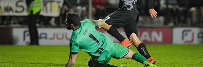 Luís Paulo Lopes: depois de ser herói na decisão por penaltis, defendeu para meia-final histórica do Caldas SC