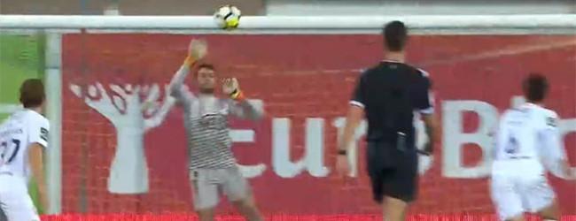 André Moreira não sofre em lance de complicação e em desvio – Estoril 0-2 CF Os Belenenses