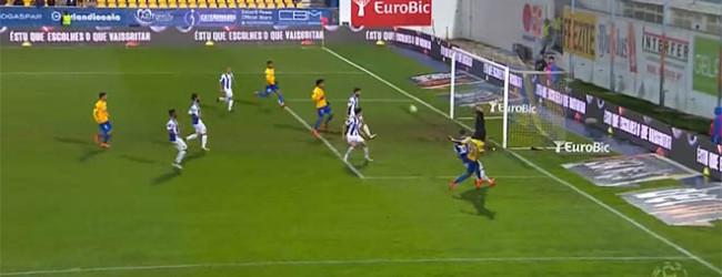 Iker Casillas defende com o pé – Estoril 1-3 FC Porto