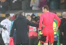 Petr Cech ofereceu camisola para filho de Carlos Carvalhal após derrota do Arsenal FC frente ao Swansea City AFC