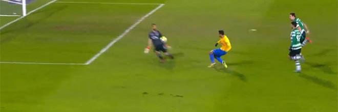 Rui Patrício evita dois golos olímpicos e defende no um-para-um – Estoril 2-0 Sporting CP