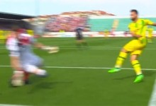 Adriano Facchini entrega corpo em defesa espetacular no CD Tondela 3-0 CD Aves