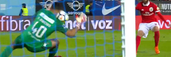 Renan Ribeiro em três defesas após percalço – Estoril 1-2 SL Benfica