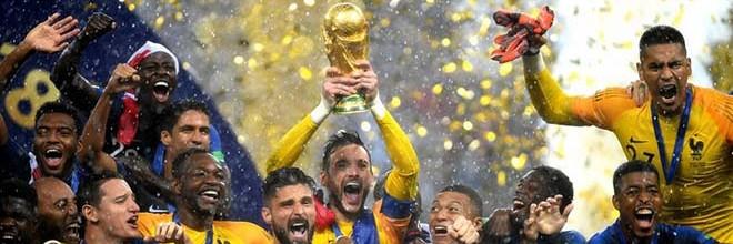 Hugo Lloris vence Mundial'2018 pela França com erro na final frente à Croácia (4-2)