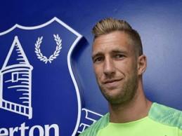 Maarten Stekelenburg renova pelo Everton FC