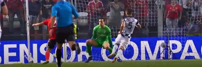 Helton Leite destaca-se em cinco defesas – Boavista FC 0-2 SL Benfica