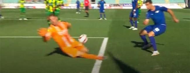 Cláudio Ramos fecha a baliza ao sair e abafar ocasião – CD Tondela 0-0 Moreirense FC
