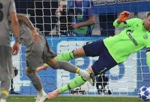 Ralf Fährmann defende penalti no Schalke 04 1-1 FC Porto