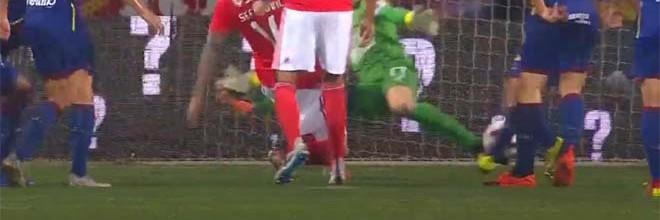 Ricardo Nunes defende com os membros inferiores – GD Chaves 2-2 SL Benfica