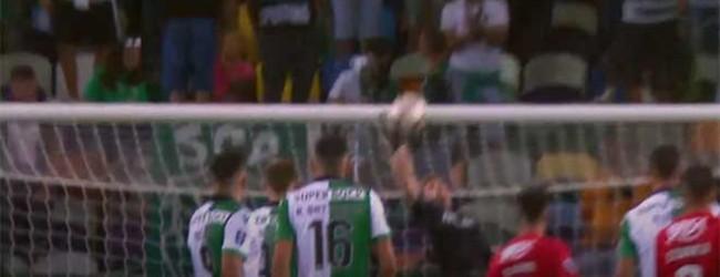 Romain Salin enfrentou e resvalou remate sinuoso – Sporting CP 3-1 CS Marítimo