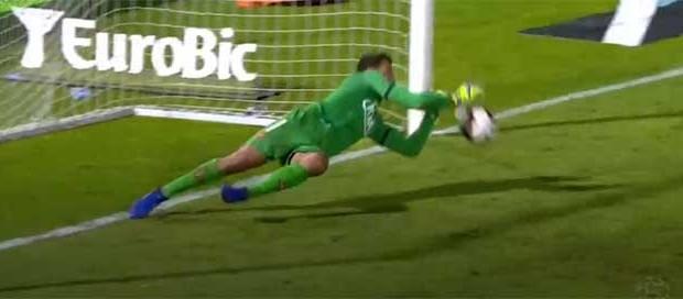 Muriel Becker defendeu tudo: grande penalidade e sete remates – Os Belenenses 2-0 SL Benfica