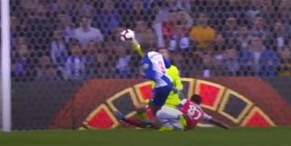 Tiago Sá respalda dois remates antes de sofrer – FC Porto 1-0 SC Braga