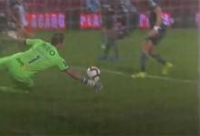 Douglas Jesus desvia remate sinuoso – CD Aves 1-1 Vitória SC