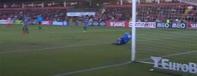 Cristiano Figueiredo impede terceiro golo em desvio – CD Aves 2-1 Vitória FC