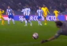 Iker Casillas retarda golo com desvio a remate arisco – FC Porto 3-1 CD Nacional