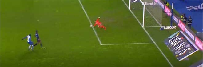 Muriel Becker aparece em três defesas – FC Porto 3-0 Os Belenenses