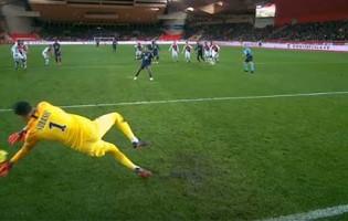 Danijel Subasic defende grande penalidade no AS Monaco 2-0 Lyon