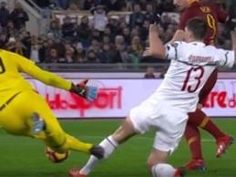 Gianluigi Donnarumma faz desvio e atira-se para completar dupla-defesa – AS Roma 1-1 AC Milan
