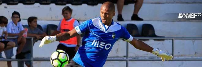 Hugo Marques assumiu baliza do SC Farense e não sofreu nos dois jogos da Segunda Liga
