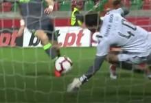 Renan Ribeiro desvia remate a curta distância – CS Marítimo 0-0 Sporting CP