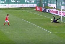 Luís Maximiano defende grande penalidade após saída com golo sofrido – Sporting CP sub-23 3-2 SC Braga sub-23