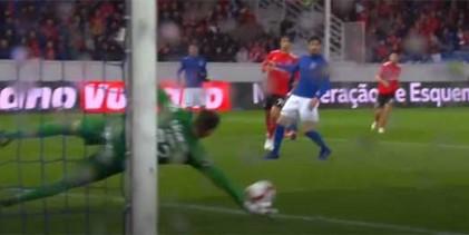 Caio Secco faz defesa espetacular, erra em golo sofrido e volta a defender – CD Feirense 1-4 SL Benfica