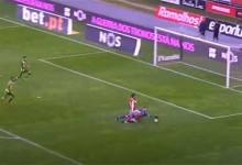 Cláudio Ramos responde ao ser exigido várias vezes no um-para-um – SC Braga 3-0 CD Tondela