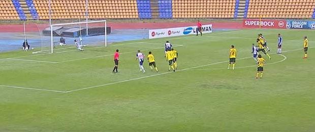 Ricardo Ribeiro comete e defende penalti além de várias defesas – FC Porto B 1-1 FC Paços de Ferreira
