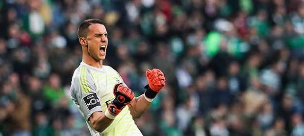 Odisseas Vlachodimos campeão pelo SL Benfica com quinze jogos sem golos sofridos