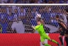 João Miguel Silva entre várias defesas e precipitações – FC Porto 3-0 Vitória SC