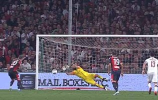 Pepe Reina erra em golo, comete e defende penalti no fim do jogo – Genoa FC 1-2 AC Milan