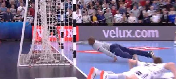Alfredo Quintana faz defesa quase inacreditável e jogada acaba em golo decisivo – THW Kiel 27-28 FC Porto