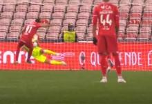 Douglas Jesus defende grande penalidade – Gil Vicente FC 2-2 Vitória SC