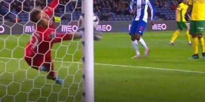 Ricardo Ribeiro destaca-se em diversas defesas – FC Porto 2-0 FC Paços de Ferreira