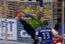 Björgvin Páll Gústavsson faz defesa espetacular com o pé – Dinamarca 30-31 Islândia (Euro 2020)
