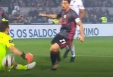 Douglas Jesus impede segundo golo em defesa no um-para-um – Vitória SC 0-1 SL Benfica