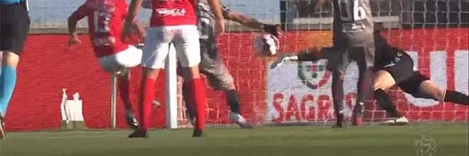 Matheus Magalhães impede três golos antes de precipitação em lance final – CD Santa Clara 3-2 SC Braga