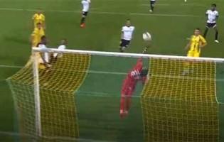 Ricardo Ribeiro impede golo em cabeceamento com defesa vistosa – CD Tondela 1-3 FC Paços de Ferreira