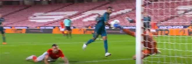 Matheus Magalhães protagonista em defesas de nível – SL Benfica 2-3 SC Braga