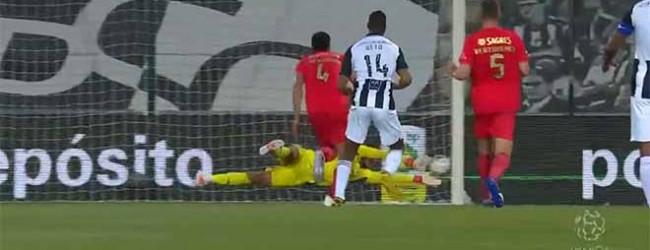Helton Leite impede igualdade em desvio lateral – Portimonense SC 1-5 SL Benfica