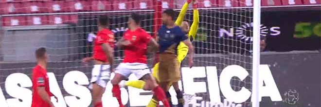 Helton Leite atrasa golo sofrido em duas defesas destacáveis – SL Benfica 2-1 CD Santa Clara